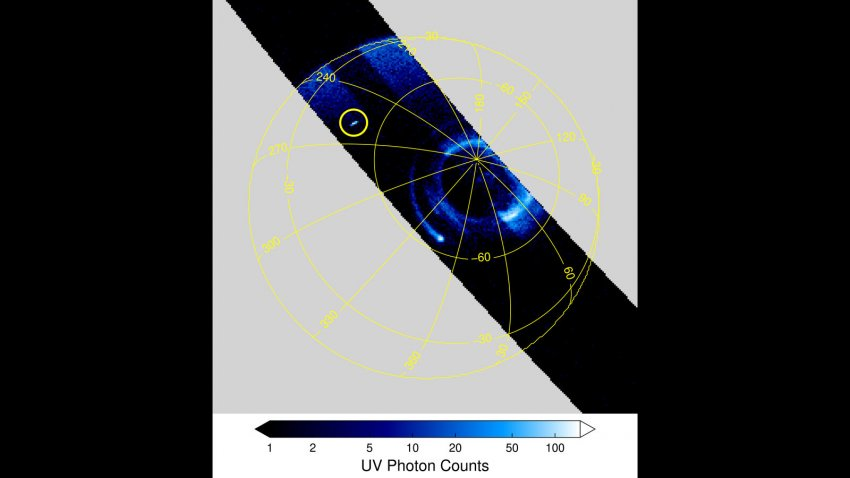 Аппарат НАСА заснял в атмосфере Юпитера «эльфов»: представлены фото