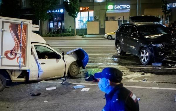 Адвокат объяснил, как в ДТП с Ефремовым мог выжить водитель-курьер