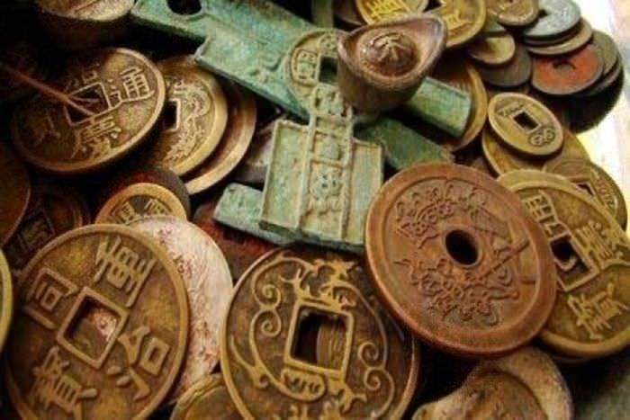Как выглядят первые деньги и когда появились современные купюры