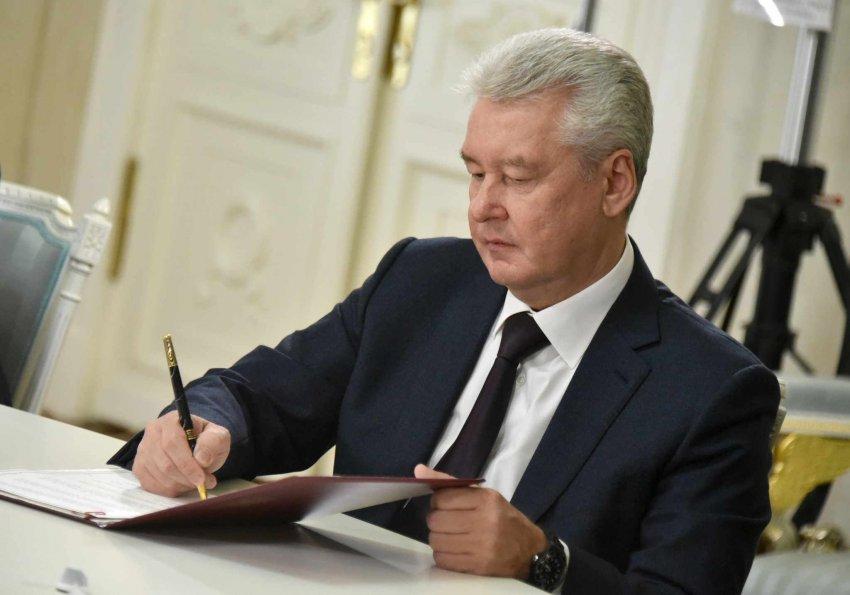 Какие ограничения продлили в Москве в связи с коронавирусом и почему запреты не затронули школы