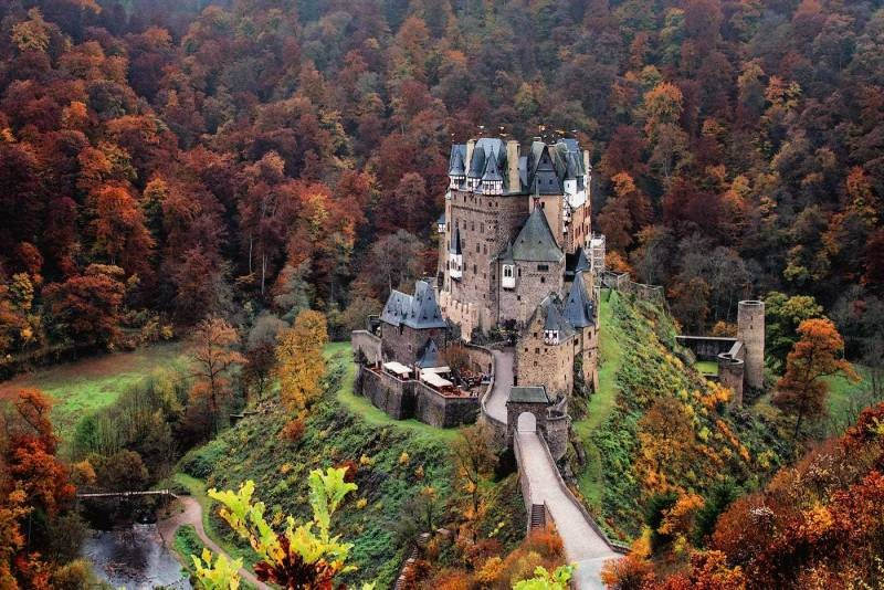 Пять самых знаменитых замков с привидениями, которые стоит посетить