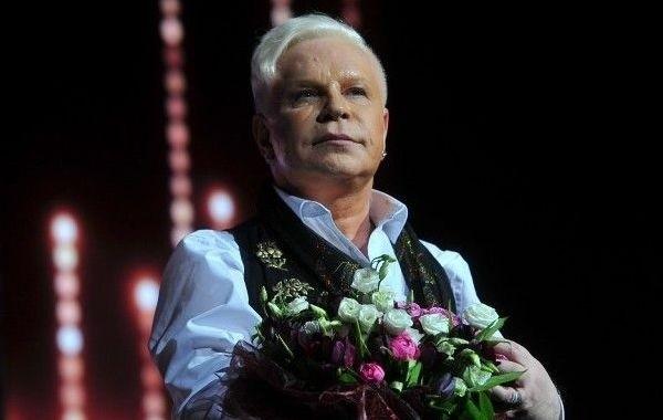 Певец Борис Моисеев решил не возвращаться к гастрольной деятельности