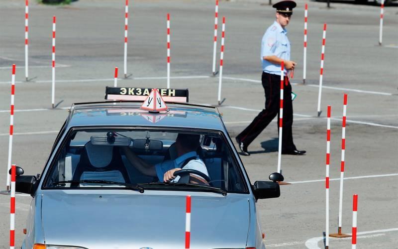 Новые правила экзамена на водительские права с 1 апреля 2021 года разъяснили в ГИБДД