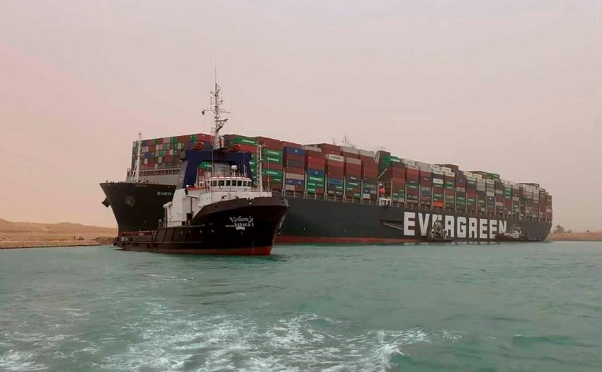 Заблокирован Суэцкий канал: глобальная торговля буксует, цены на нефть растут