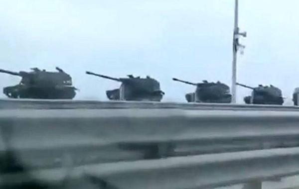 В Крым перебросили большую колонну военной техники ВС РФ