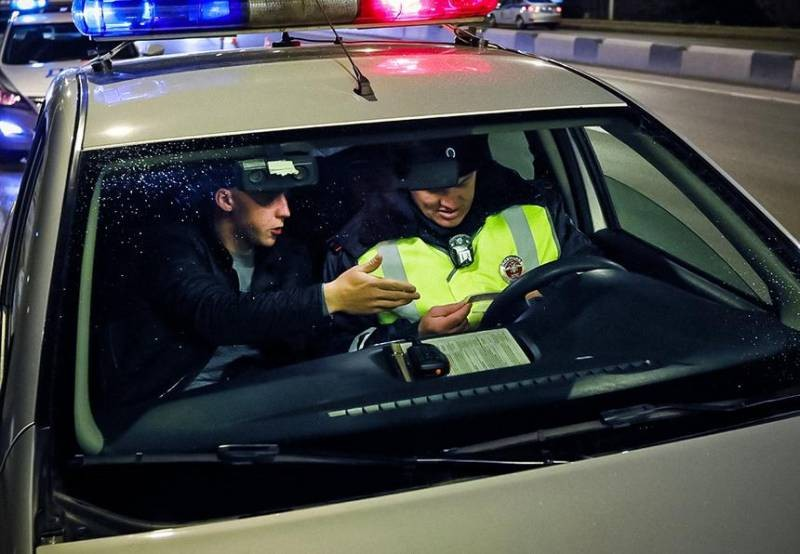 Незаконные требования сотрудника ГИБДД, которые водители могут отказаться выполнять
