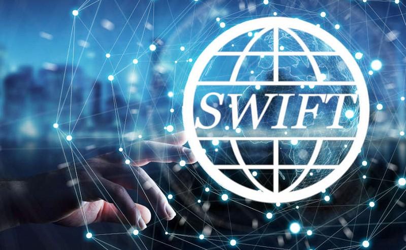 Чем грозит России отключение от SWIFT