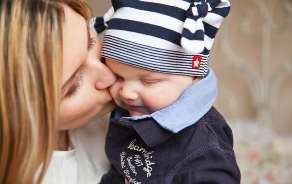 Родители-одиночки с детьми будут получать дополнительную выплату