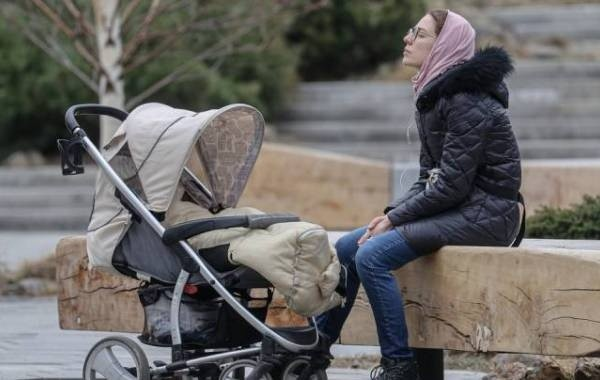 Прояснился порядок получения новых выплат неполным семьям на детей до 16 лет