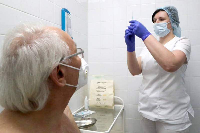 Вакцинация по программе «Миллион призов»: кому пообещали 1 тысячу рублей за прививку