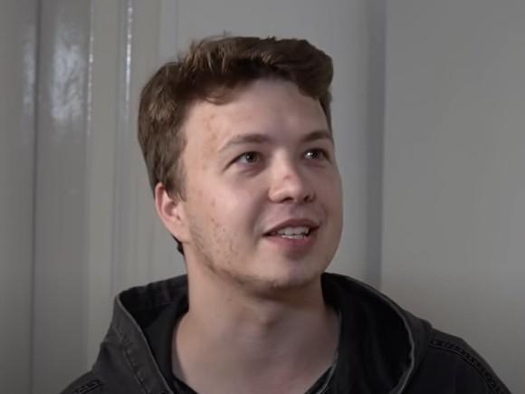 Оппозиционер и блогер Роман Протасевич был задержан в аэропорту Минска