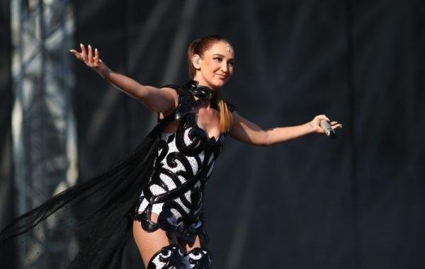 Поклонники возмутились неадекватным поведением Ольги Бузовой на концерте