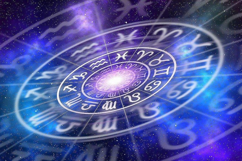 Звездный прогноз на лето-2021, общие и частные советы по работе и уходу за собой дает Вера Хубелашвили