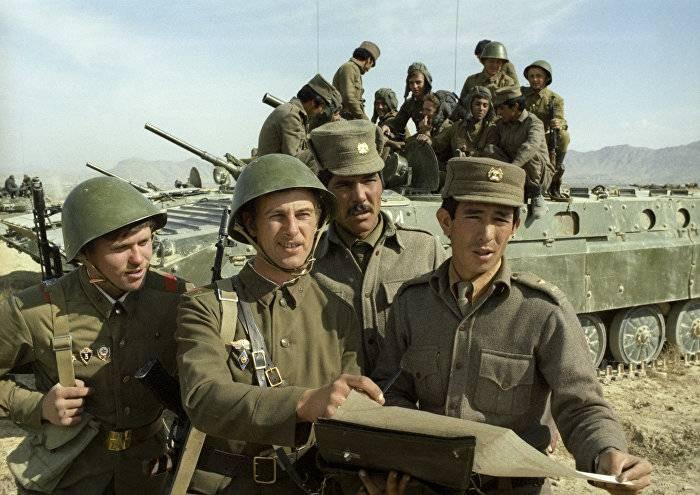 Почему в Афганистане советским солдатам приходилось мыться бензином