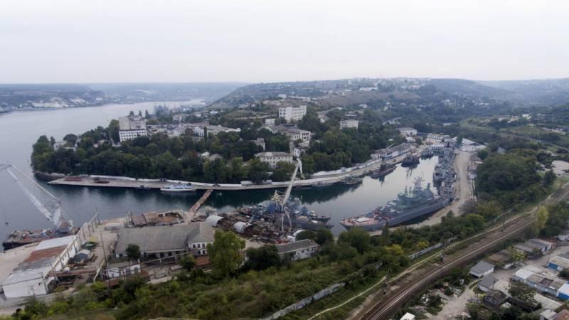 Почему разрушается украинская плотина на границе с Крымом