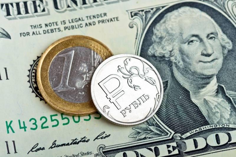 Куда россиянам вкладывать деньги вместо долларов США