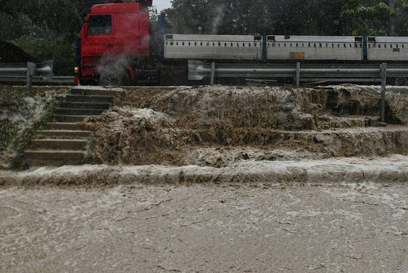После наводнения в Крыму в июне 2021 года, купаться можно лишь в некоторых районах полуострова