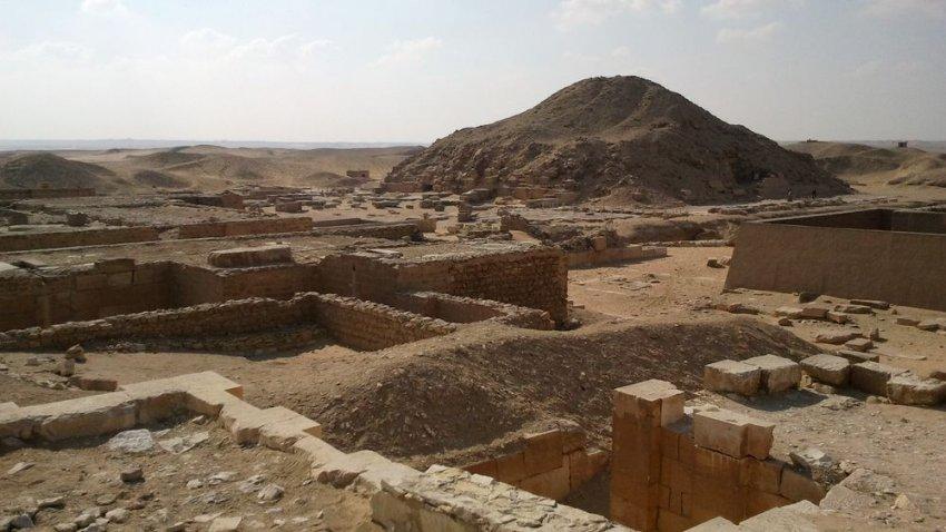Зачем фараоны строили пирамиды, если их хоронили вовсе не там