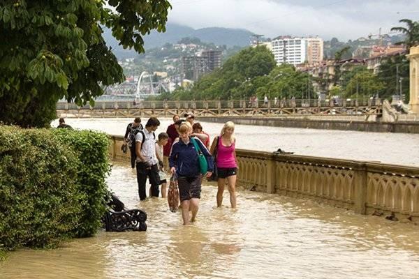 Наводнение в Сочи в июле 2021 года загнало в «ловушку» туристов и местных жителей
