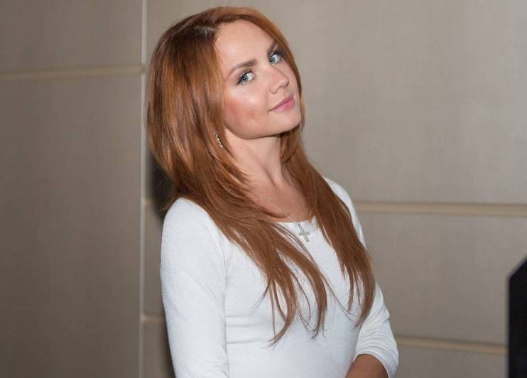 Родственники певицы Максим верят, что однажды она откроет глаза и улыбнется