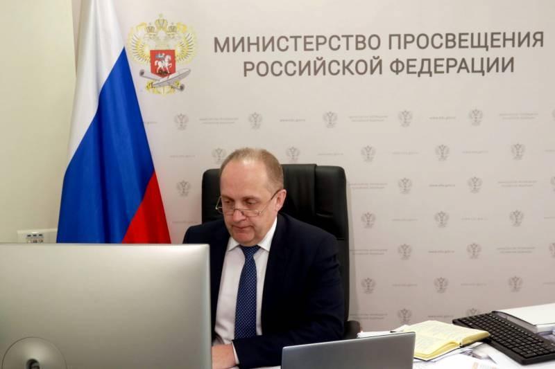Начнется ли учебный 2021-2022 год для российских школьников 1 августа?