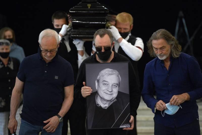 Алла Пугачева проигнорировала церемонию прощания с бывшим мужем Александром Стефановичем