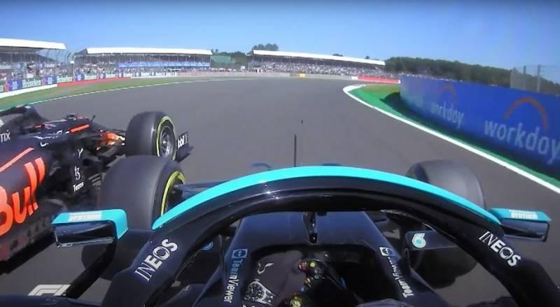 Автомобили Льюиса Хэмилтона и Макса Ферстаппена столкнулись на Гран-при «Формулы 1» в Великобритании