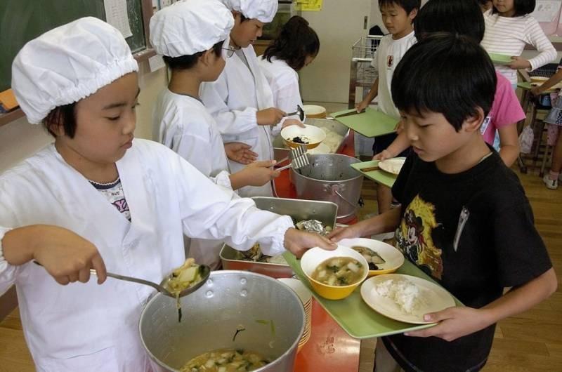 Программа питания в Японии, к которой приучают школьников с детства