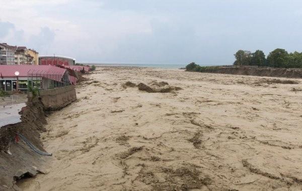 В Турции из-за проливных дождей случилось наводнение