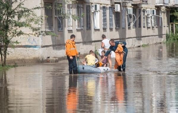 Центр Керчи затопило из-за обильных осадков