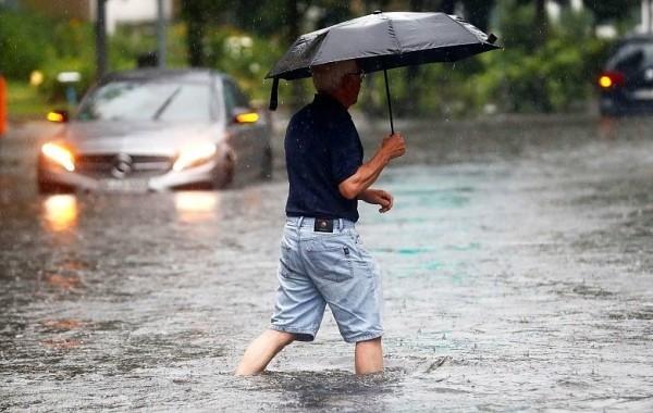 На Кубани дожди размыли дорогу и подтопили дворы