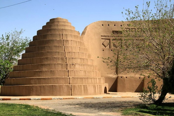 Ячхал: древняя ледяная установка посреди пустыни