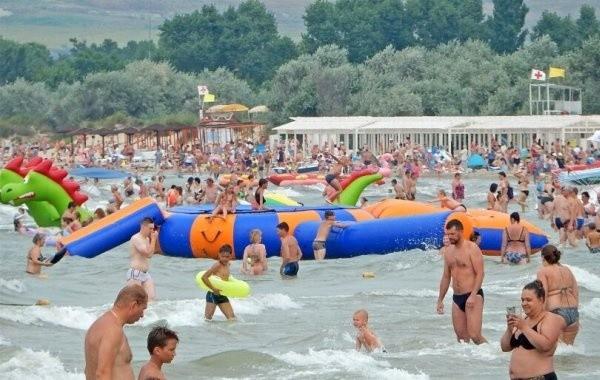 В Анапе продолжает действовать запрет на купание в море