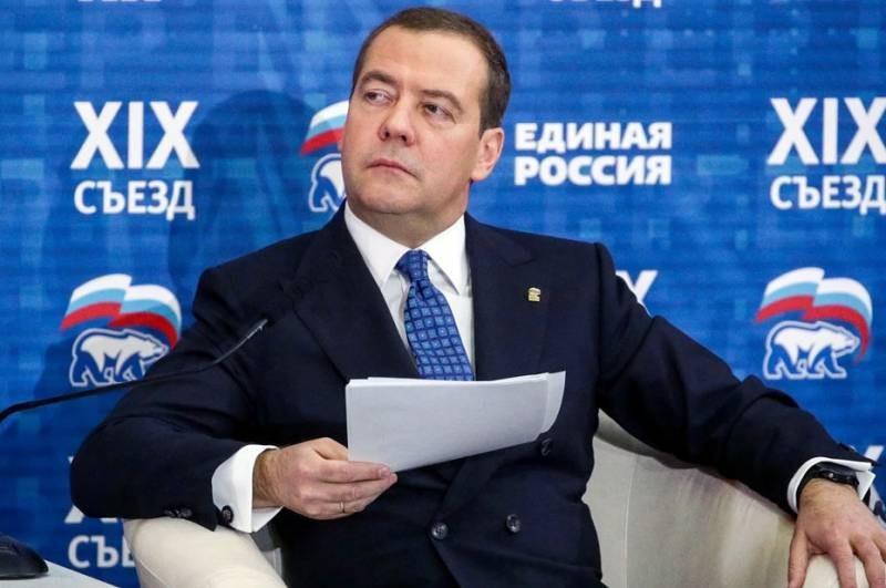 Коронавирус или просто ОРВИ: Дмитрий Медведев серьезно заболел и не появляется на людях