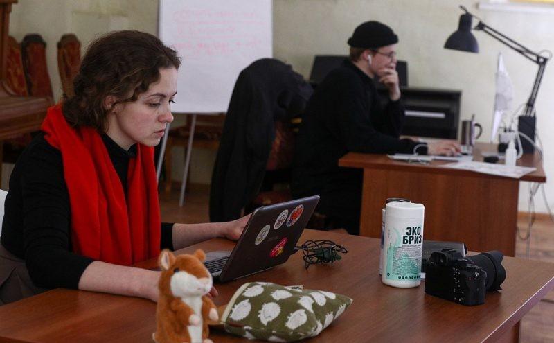 Российские регионы уже начали переводить школы и вузы на дистанционное обучение