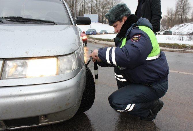 Когда российским водителям заниматься «переобувкой» машины на зимнюю резину