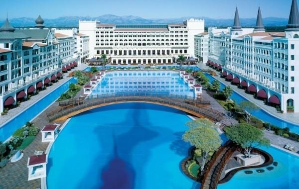 Российским туристам объяснили, как дешево отдохнуть в Турции